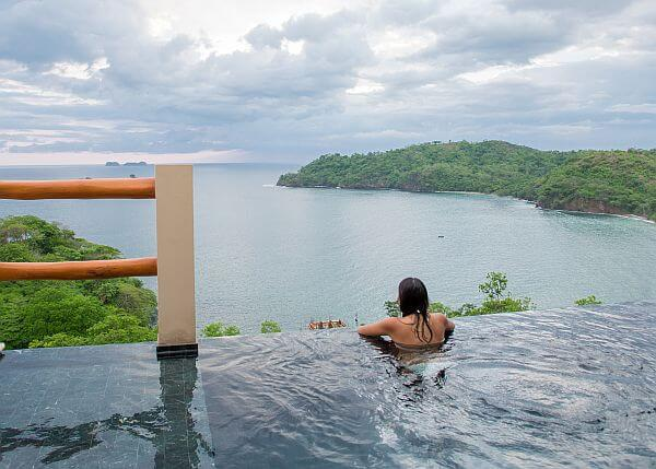 Costa Rica luxury infinity pool