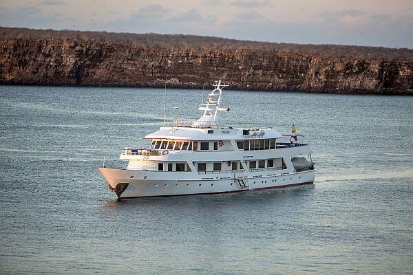 Andando Tours yacht charter Ecuador