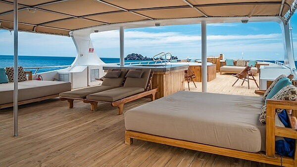 Sea Star Galapagos deck