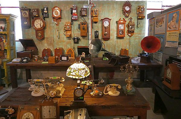 Dolores Hidalgo shopping for antiques in Guanajuato state