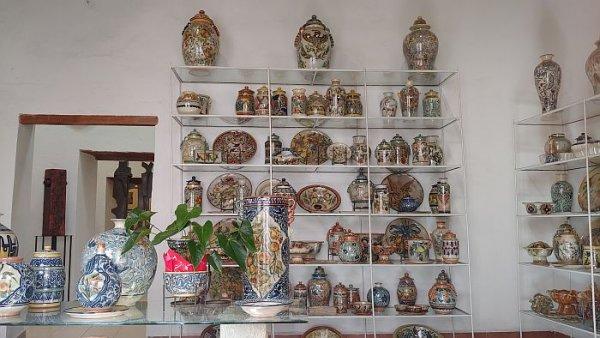 Guanajuato shopping for pottery
