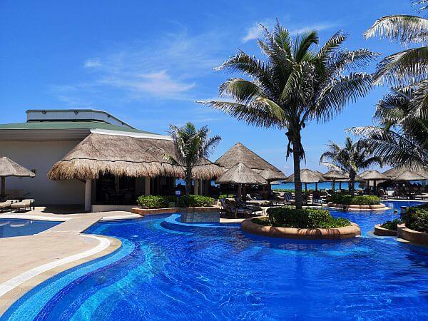 JW Marriott Cancun resort and spa pool