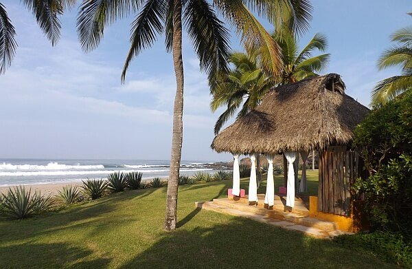 Las Alamandas resort
