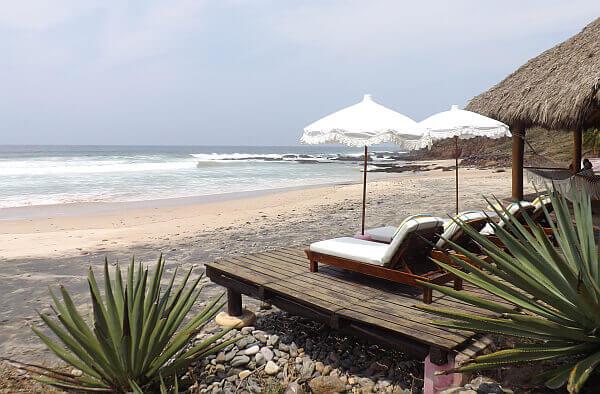 Las Alamandas beach