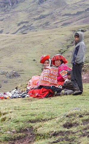 Andrean people in the mountains of Peru, seen often on adventure excursions from explora Valle Sagrado all-inclusive lodge