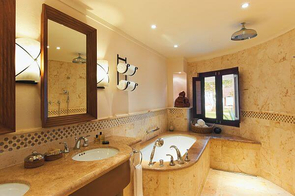 Belmond Maroma luxury bathroom