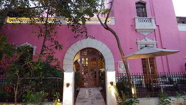 Rosas and Chocolate best hotel in Merida center
