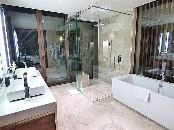 Rosewood Resort bathroom