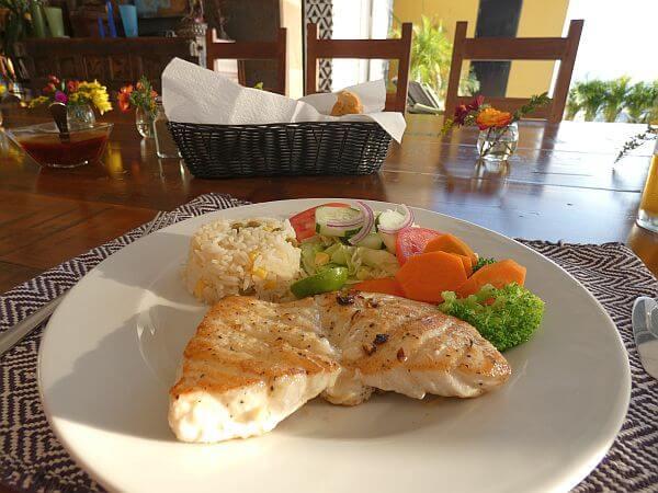 luxury villa dining in Puerto Valllarta